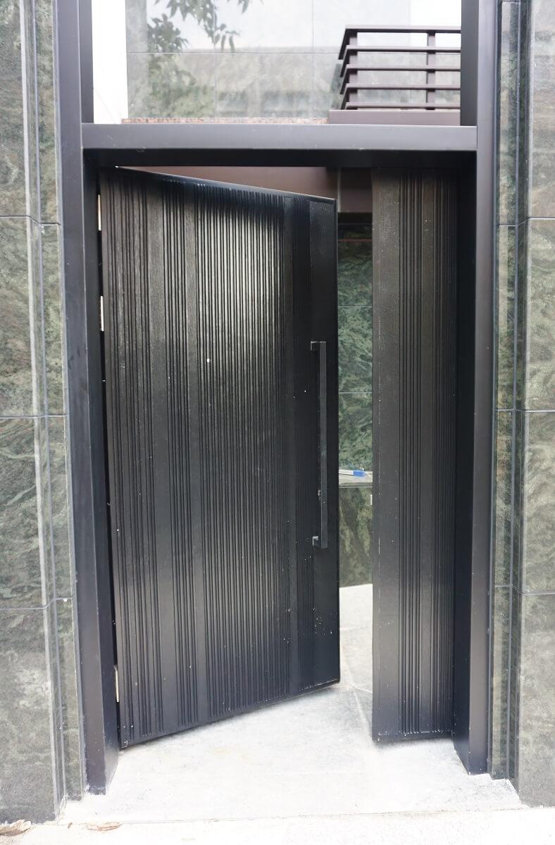 Entrance door & How to choose door closer for heavy duty door? - Waterson
