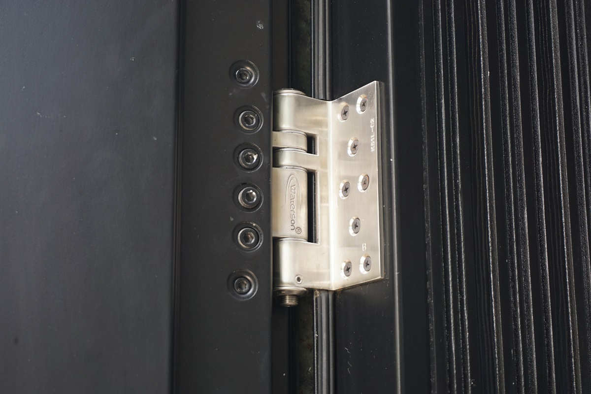 Entrance door hinge & How to choose door closer for heavy duty door? - Waterson