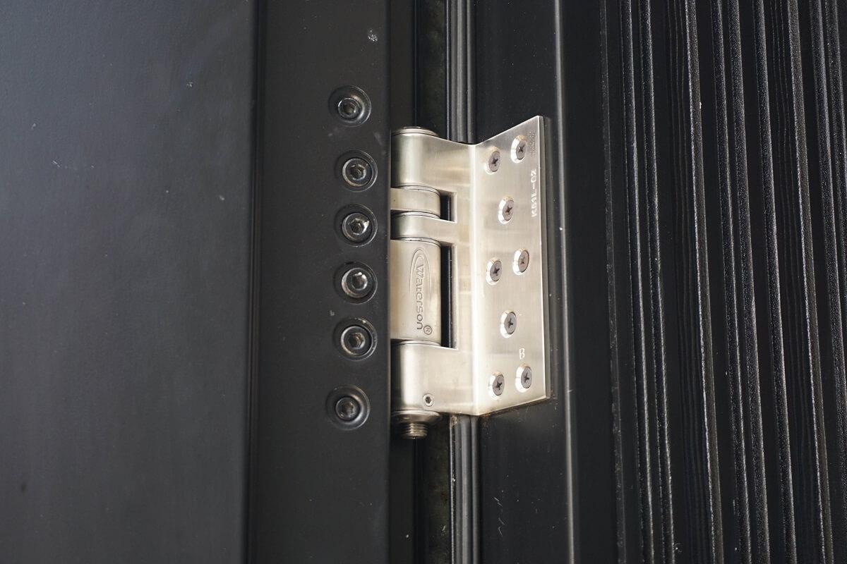 Entrance door hinge