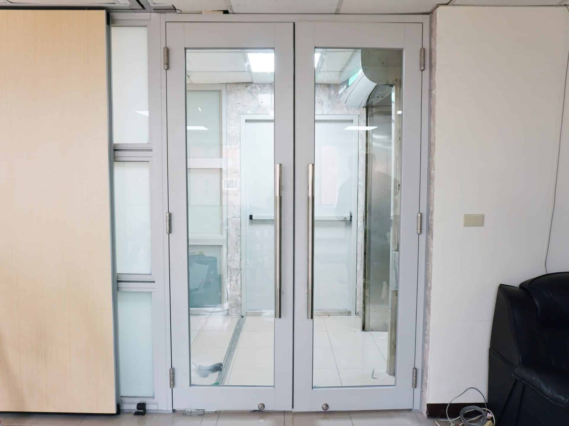 Aluminum door hinges