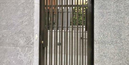 社區格柵門-使用笠源回歸鉸鍊