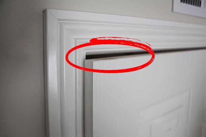 歪斜的門扇2